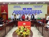 Remise des dossiers de candidature au Comité du Front de la Patrie de Hanoï