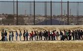 Immigration : le gouvernement Biden sur la défensive face à sa première crise