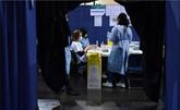 Les indicateurs se dégradent, Macron promet de vacciner plus
