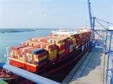 Le port Cai Mep Thi Vai de Bà Ria-Vung Tàu reçoit un porte-conteneurs géant