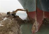 Le canal de Suez salue l'aide des États-Unis et d'autres pays pour dégager un cargo coincé