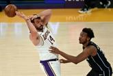 Phoenix douche les espoirs de Charlotte au bout du suspense, les Lakers sur le fil