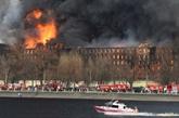 Gigantesque incendie d'une fabrique historique de Saint-Pétersbourg
