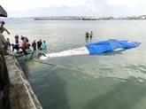 Binh Thuân : enterrement d'une baleine de plus de 4 tonnes