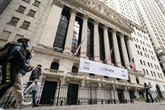 Lésée par des prises de profits, Wall Street redescend après des records