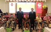 Aide thaïlandaise pour des personnes handicapées à Long An