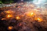 Inde : des corps incinérés sur un parking de Delhi