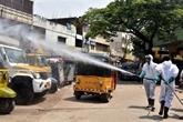 Les crématoriums submergés en Inde, plus de masques pour les vaccinés aux USA