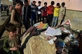Les Afghans enterrent les victimes de l'attentat contre une école de filles