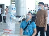 Tests de dépistage auprès des employés de l'aéroport de Dà Nang