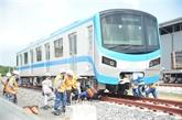 Installation des rames d'un train de la ligne de métro Bên Thành - Suôi Tiên