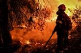 Grèce : les pompiers espèrent maîtriser l'incendie des montagnes de Geraneia
