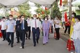 Le président de l'AN inspecte les opérations électorales à Hanoï et Hai Duong