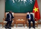 Vietnam et Singapour intensifient leur coopération pour faire face au COVID-19