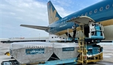 Vietnam Airlines achève le transport du vaccin AstraZeneca aux villes et provinces