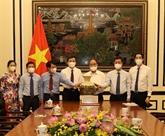 Le président Nguyên Xuân Phuc travaille avec la revue Công San