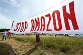 Mobilisation contre l'implantation d'entrepôts Amazon dans le Gard et près de Nantes