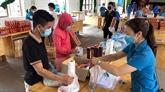 """COVID-19 : des """"magasins à zéro dông"""" pour les personnes déshéritées à Bac Giang"""