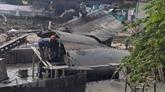 L'épave du bombardier B-52 dans le lac Huu Tiêp sortie de l'eau