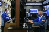 À Wall Street, le Dow Jones termine sur un record, le Nasdaq reperd du terrain