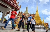 Réouverture du commerce à Bangkok et vaccination à Phnomphenh