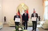 Remise de distinctions honorifiques à deux citoyens allemands