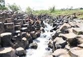 À Gia Lai, un ancien ruisseau rocheux qui ne laisse pas de marbre
