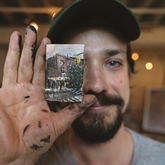À Brooklyn, on chasse les œuvres d'art miniatures
