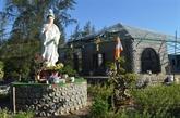 Une maison en bouteilles plastiques, le défi d'un moine