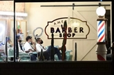 Aux États-Unis, les salons de coiffure afro-américains mis à contribution pour vacciner