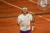 Roland-Garros : Tsitsipas remporte le choc contre Medvedev et file en demies