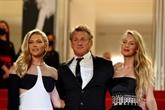 Sean Penn et sa fille Dylan applaudis à Cannes pour Flag Day