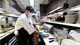 À Los Angeles, les restaurants rivalisent pour attirer les travailleurs
