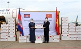 COVID-19 : réception de cadeaux offerts par le Cambodge à Hô Chi Minh-Ville
