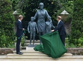 William et Harry mettent leurs différends de côté pour rendre hommage à leur mère Lady Di