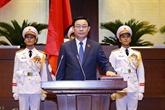 Le président de l'Assemblée nationale Vuong Dinh Huê prête serment