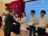 Remise de Prix aux excellents étudiants vietnamiens en France
