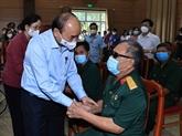 Le président de la République se rend visite à des soldats blessés de Hà Nam