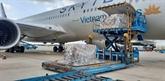 Plus de 203.000 kits de test rapide d'Allemagne arrivent au Vietnam