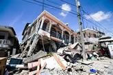 Près de 2.200 morts, difficultés pour acheminer l'aide aux sinistrés