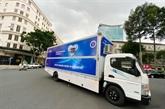 Hô Chi Minh-Ville reçoit 10 véhicules mobiles de test du coronavirus