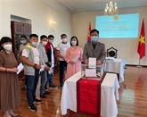 Anti-COVID-19 : la communauté vietnamienne en Mongolie fait des dons