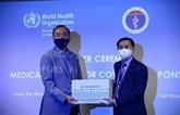 COVID-19 : l'OMS remet des fournitures médicales au gouvernement vietnamien