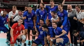 Les volleyeurs français en demie en terrassant la Pologne, championne du monde