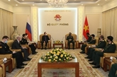 Le ministre vietnamien de la Défense reçoit l'ambassadeur russe