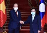 Le président Nguyên Xuân Phuc rencontre des personnalités du Laos