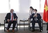 Le président de l'AN Vuong Dinh Huê a reçu des représentants de grandes entreprises en Europe
