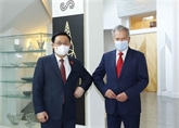 Le président de l'AN du Vietnam rencontre le président finlandais