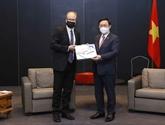 Vietnam - Finlande : Vuong Dinh Huê reçoit le maire de la ville de Salo