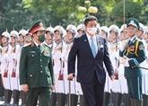 Le ministre japonais de la Défense en visite officielle au Vietnam